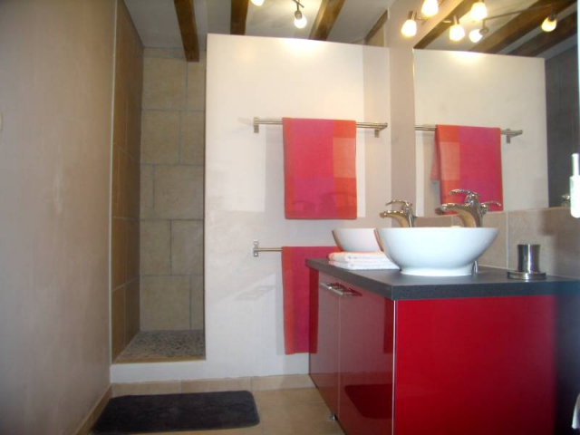Gite with walk-in shower