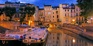 This image has an empty alt attribute; its file name is narbonne1.jpg