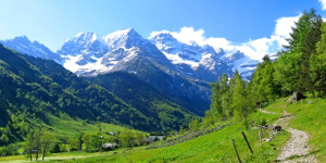 This image has an empty alt attribute; its file name is pyrenees.jpg